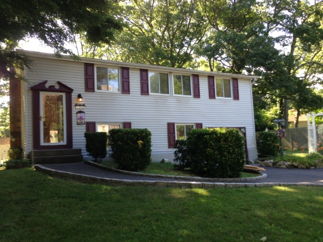 4 Cottontail Lane East Setauket Only $2800 for Rent
