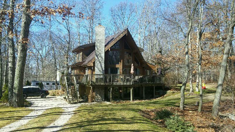 3 Bedrooms, 2 Baths, Stone Fireplace, Overlooks Swallow